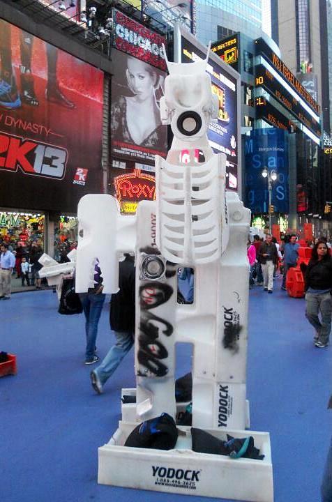 """Bel Borba street art sculpture"""