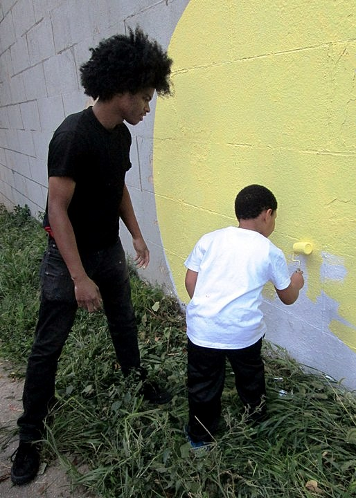 Bronx Museum Teen Council and Cre8tive YouTHink street art mural action Sofia Maldonado Collaborates with Bronx Museums Teen Council and Cre8tive YouTH*ink to Fashion Outdoor Mural