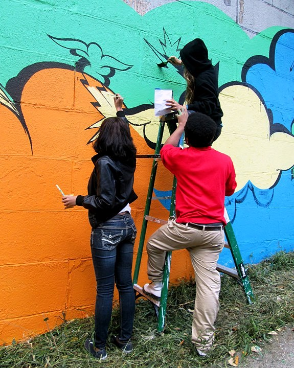 Bronx Museum Teen Council and Cre8tive YouTHink street art mural in new york city Sofia Maldonado Collaborates with Bronx Museums Teen Council and Cre8tive YouTH*ink to Fashion Outdoor Mural
