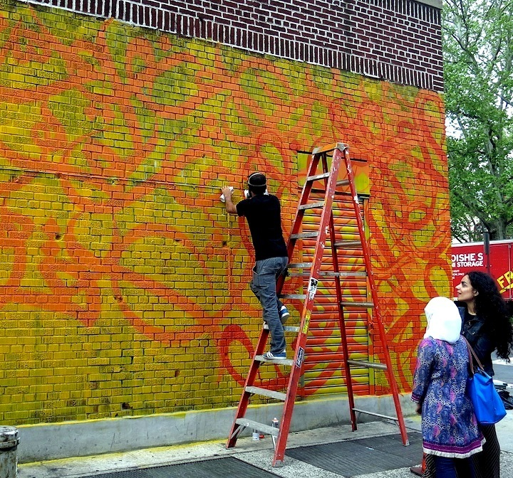 eL Seed paints Arabic graffiti in NYC eL Seed: from Tunisia to NYC