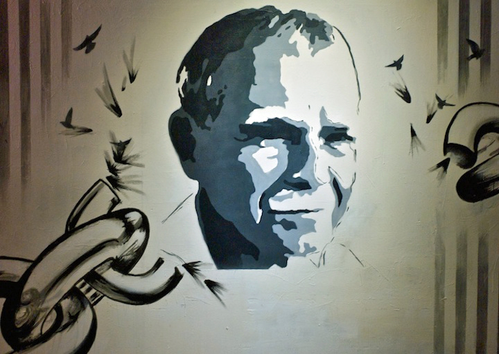 Oscar-Rivera-stencil-art-closeup