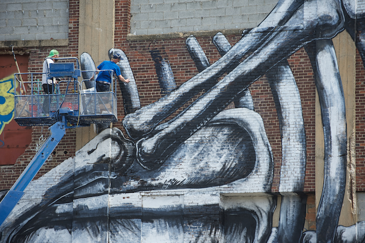 Roa paints Belgian Artist Roa in Jersey City and at the Jonathan LeVine Gallery
