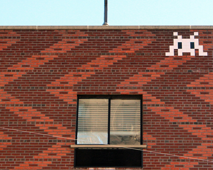 Invader-black-white-e-v-nyc