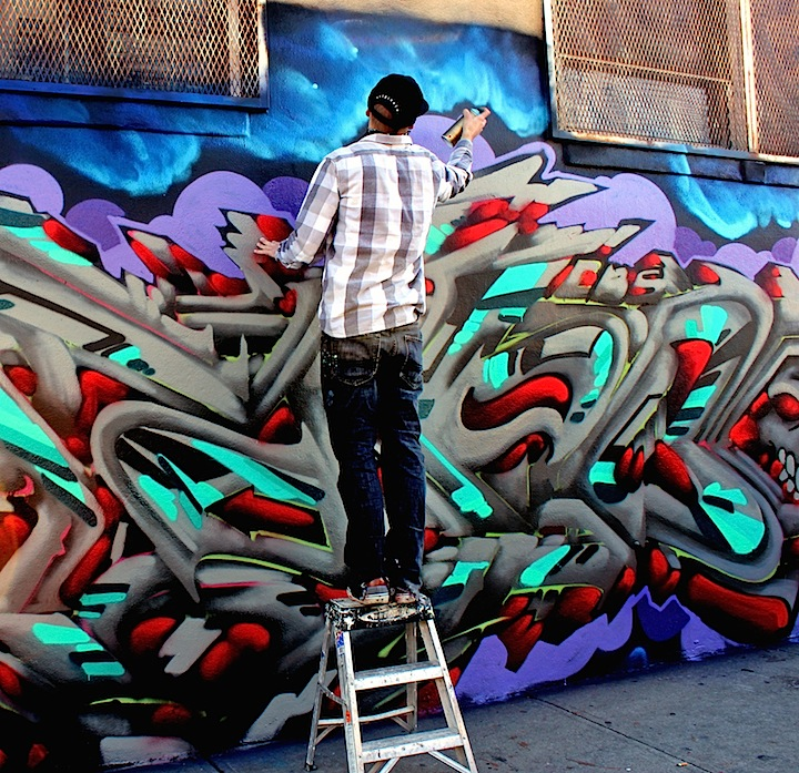 4sakn paints graffiti nyc Busy on Bogart: 4Sakn, Eskae, Bishop203, Hoacs, Trace and Roachi