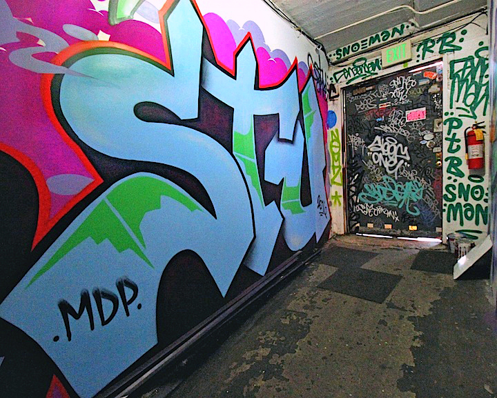 stu-throw-up-graffiti