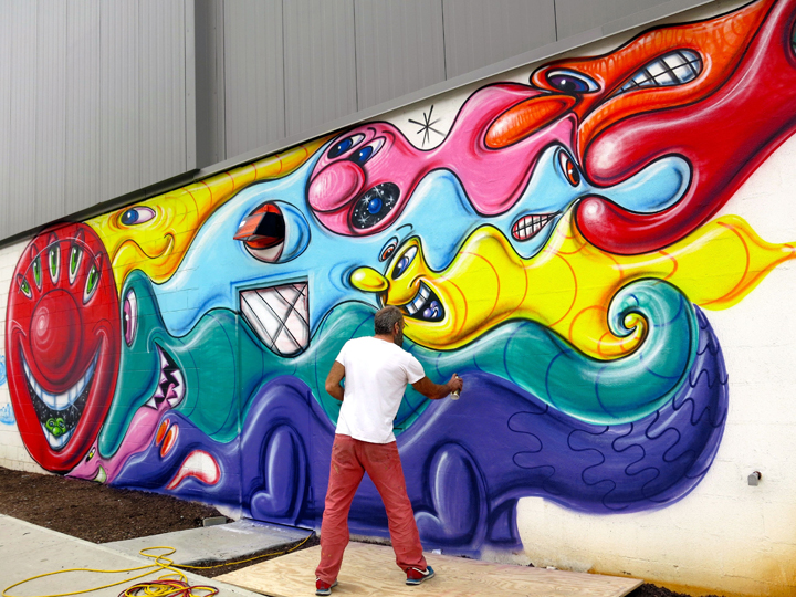 Kenny-Scharf-paints-NYC